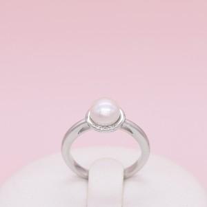 Sidabrinis žiedas su kultivuotu perlu ir cirkoniais 16.5 mm 180K02