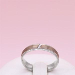 Sidabrinis žiedas su aukso plokštelė ir cirkoniais